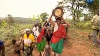 Смотреть онлайн Бурунди – одна из самых бедных стран на планете.