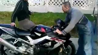 Смотреть онлайн Мотоциклисты-неудачники