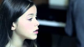 Смотреть онлайн Девочка исполняет сложный вокал