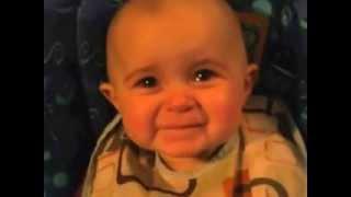 Смотреть онлайн Мамина песня у малыша вызывает слезы