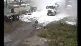 Смотреть онлайн Мука под давлением из грузовика