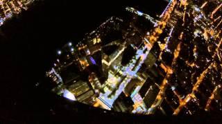 Смотреть онлайн Прыжок с небоскреба в Нью-Йорке ночью