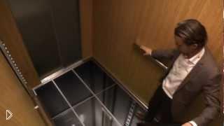 Смотреть онлайн Страшный лифт с прозрачным дном