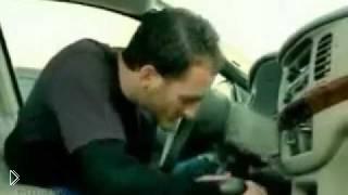Смотреть онлайн Шимпанзе - гроза автоугонщиков