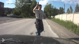 Смотреть онлайн Пешеход-волшебник чудом перешел дорогу