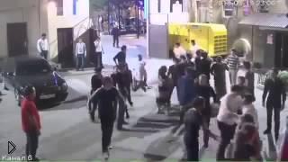 Смотреть онлайн Толпа кавказцев, дерущихся между собой