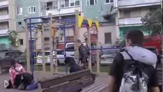 Смотреть онлайн Кавказцы на детской площадке устроили драку