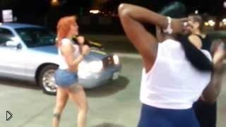 Смотреть онлайн У девушек разбитые лица после уличной драки
