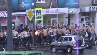 Смотреть онлайн Уличная драка футбольных хулиганов