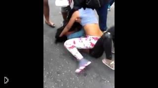 Смотреть онлайн Лучшая уличная женская драка в 2013 году