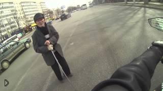 Смотреть онлайн Прикол на дороге: минута доброты