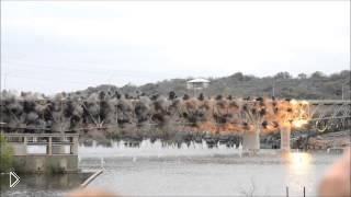 Смотреть онлайн Очевидцы сняли взрыва моста