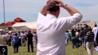 Взрыв и падение самолета на авиашоу - Видео онлайн