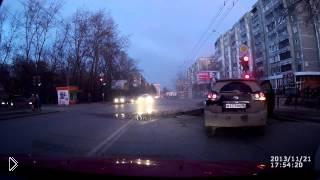 Смотреть онлайн Асфальт взорвался на дороге
