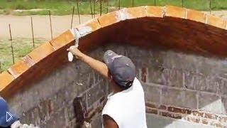 Смотреть онлайн Талантливый строитель, делает на глаз