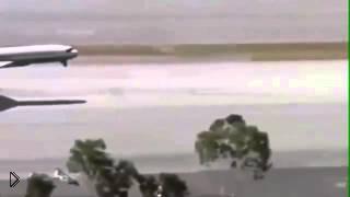 Смотреть онлайн Парень спас пассажирский самолет от катастрофы