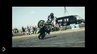 Смотреть онлайн Опасные трюки на мотоциклах