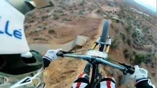 Смотреть онлайн Велосипедный экстрим в горах. Супер ролик