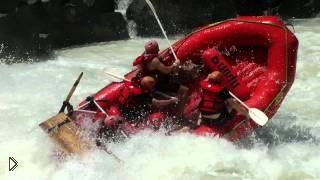 Смотреть онлайн Экстремальный сплав по скалистой горной реке