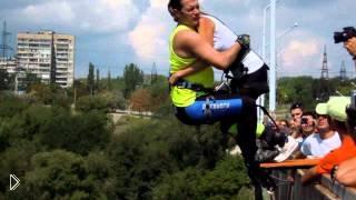 Смотреть онлайн Роуп-джампинг. Красивые прыжки с моста