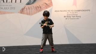 Смотреть онлайн У маленького мальчика талант - он делает невероятные трюки с йо-йо