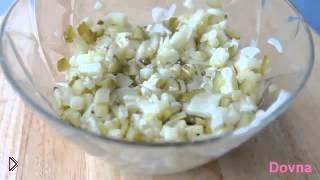 Смотреть онлайн Готовим салат из картофеля с маринованными огурчиками