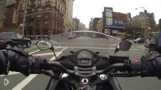 Смотреть онлайн Езда по Нью-Йорку на мотоцикле
