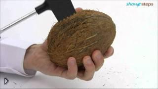 Смотреть онлайн Как правильно и быстро расколоть кокос дома