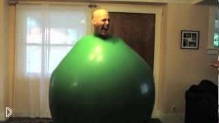 Смотреть онлайн Прикол: человек в шаре