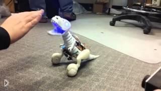 Смотреть онлайн Маленький робот-динозавр Бумер