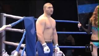 Смотреть онлайн Молодой боец устроил кровавую бойню на ринге