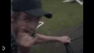 Смотреть онлайн Человек катапульта перелетел через бассейн