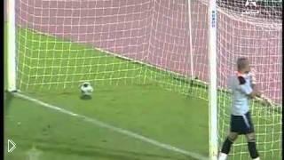 Смотреть онлайн Вратарь отбил мяч, а он закатился в ворота