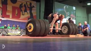 Человек поднял 450 килограмм - Видео онлайн