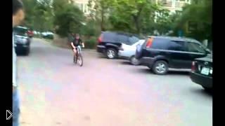 Смотреть онлайн Падения с велосипедов - подборка