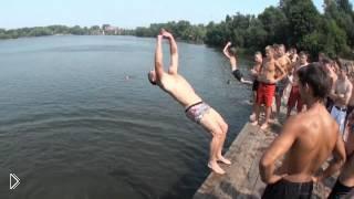 Смотреть онлайн Экстремальные прыжки в воду