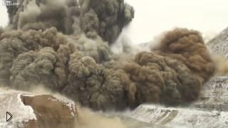 Смотреть онлайн Потрясающий большой взрыв горы