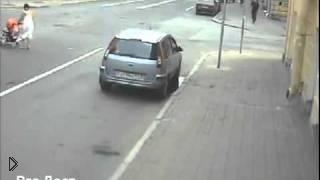 Девушке чудом удалось спастись от аварии - Видео онлайн