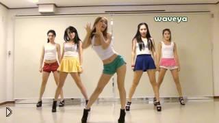 Смотреть онлайн Девушки танцуют классный танец под GANGNAM STYLE
