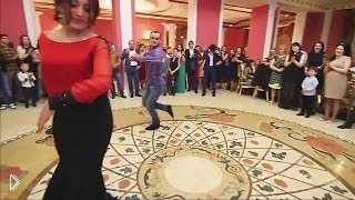 Смотреть онлайн Танцуют лезгинку на свадьбе