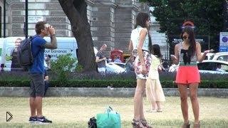 Смотреть онлайн Камера с водным пистолетом брызгает людей