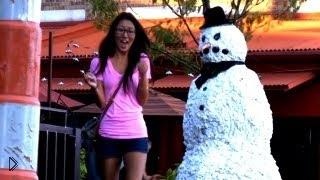 Смотреть онлайн Оживший снеговик шокирует людей