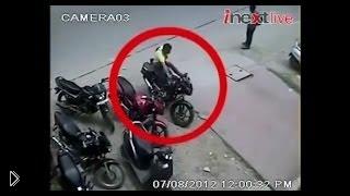 Смотреть онлайн Грабители ловко угоняют мотоциклы