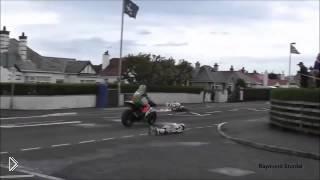Смотреть онлайн Страшная авария на мото соревнованиях