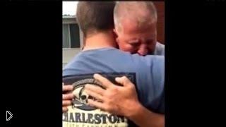 Смотреть онлайн Сын заставил отца плакать