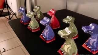 Смотреть онлайн Иллюзия движения бумажных динозавров