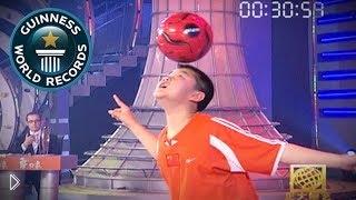 Смотреть онлайн Рекорд Гиннеса: набивание мяча на голове