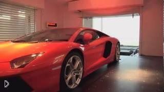 Смотреть онлайн Как паркуют авто на верхнем этаже пентхауса