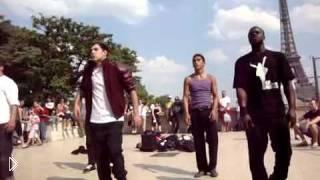 Смотреть онлайн Майкл Джексон жив: парни перетанцевали легенду