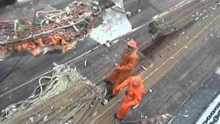 Смотреть онлайн Смертельно опасная рыбалка во время шторма